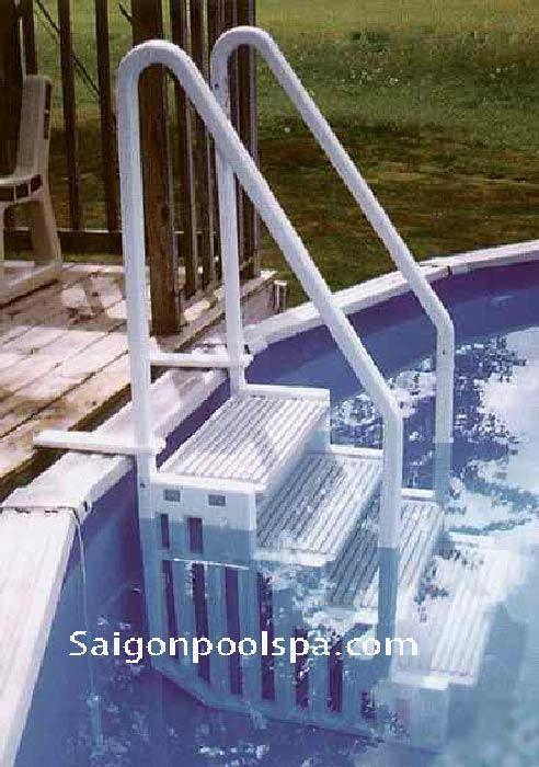 Cầu thang bể bơi