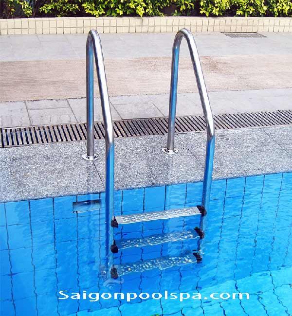 Cầu thang cho bể bơi