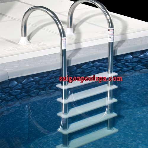 Cầu thang tay vịn inox bể bơi