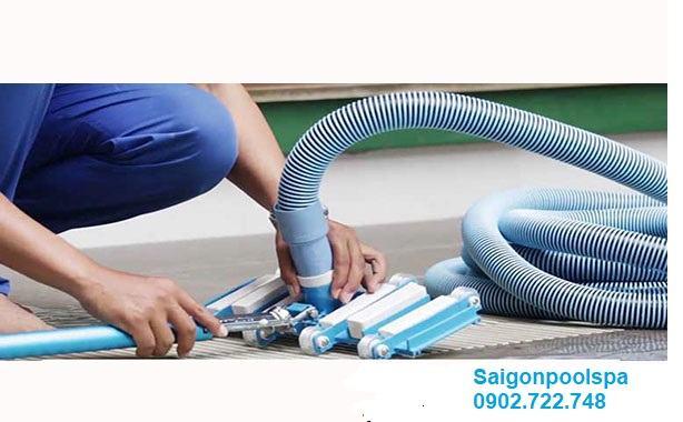 Khi Sào nhôm kết hợp với Bàn hút cặn và ống mềm vệ sinh hồ bơi thêm sạch