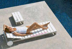 Ghế nằm hồ bơi ngoài trời bằng gỗ