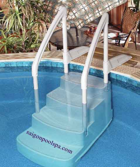 Cầu thang tô điểm choBể bơi thêmđẹp