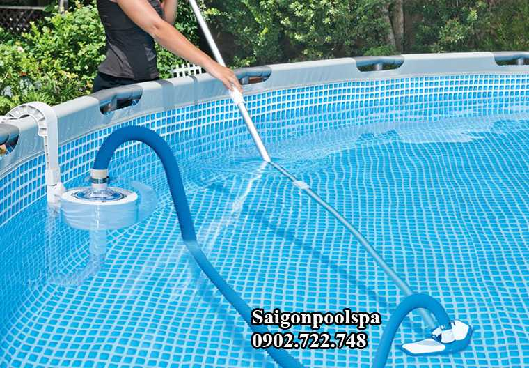 Ống mềm kết hợp với sào nhôm và bàn hút cặn vệ sinh bể bơi