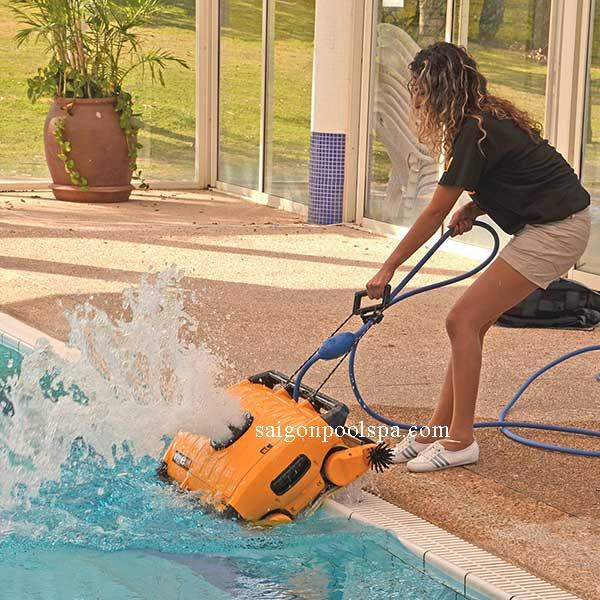 Robot làm sạch vệ sinh bể bơi