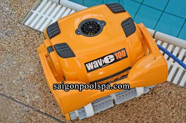 Robot làm sạch đáy hồ bơi