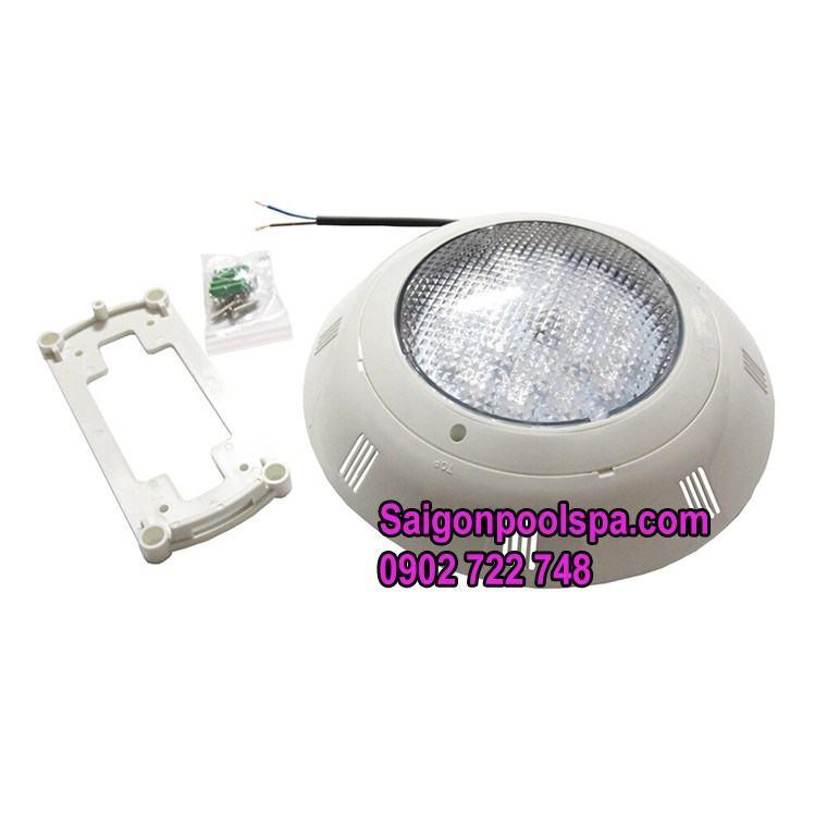 đèn hồ bơi Astralpool cung cấp ánh sáng ổn định tiết kiệm điện năng