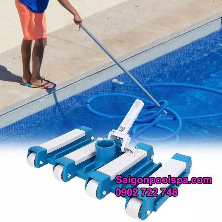 dụng cụ bàn hút đáy hồ bơi