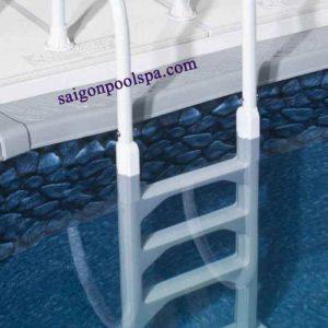 cầu thang hồ bơi